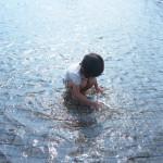 光と水の中で夢中になっていたのは娘だけではなくて